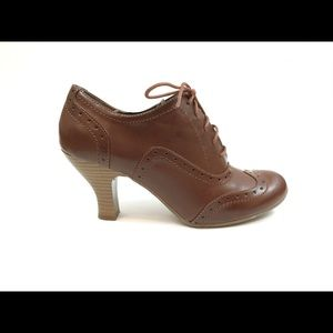 Rialto Brown Oxford Wingtip Lace Up Heels
